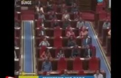 JK Receives Standing Ovation as Wife Sworn In
