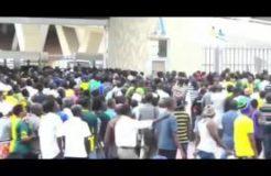 YANGA VS TP MAZEMBE 2016: MASHABIKI WAKIINGIA UWANJANI